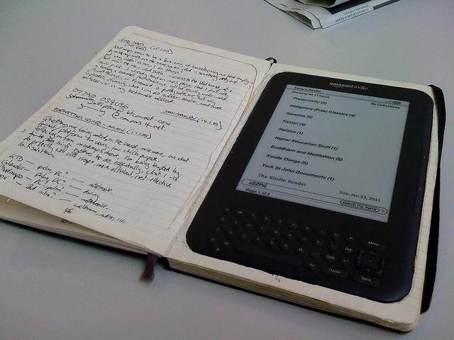 "Imagem: ""My Moleskine Kindle case"", por terry, no Flickr (licença CCBY)."